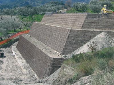 Terre rinforzate per muri di sostegno Sistema Tenax Rivel