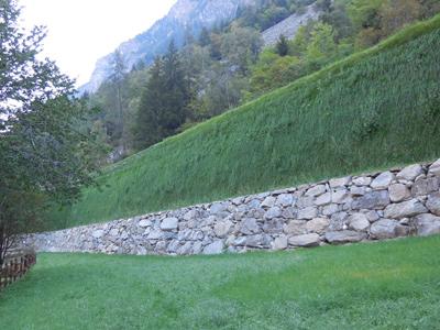 Barriere paramassi in terra rinforzata Sistema Tenax Rivel