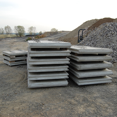 Panel walls reinforced with geogrids Tenax